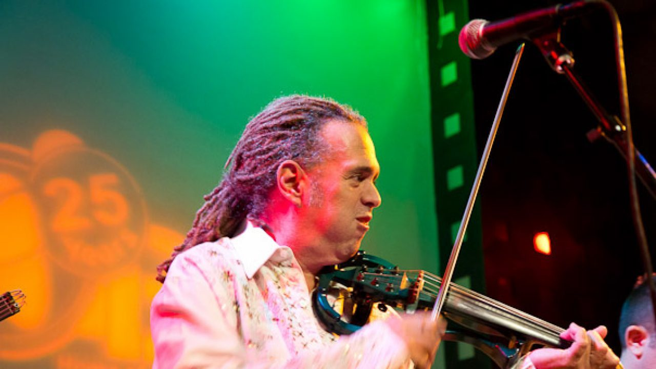 Alfredo de la Fé at SOB.  August 27, 2010